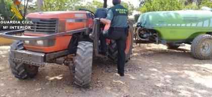 Detenido un varón en Gibraleón acusado de robar un tractor y herramientas en una finca