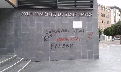 Geroa Bai rechaza las pintadas realizadas esta madrugada en el Ayuntamiento de Zizur Mayor