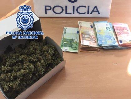 Detenidos dos traficantes al ser sorprendidos en pleno canje de droga en Molina de Segura