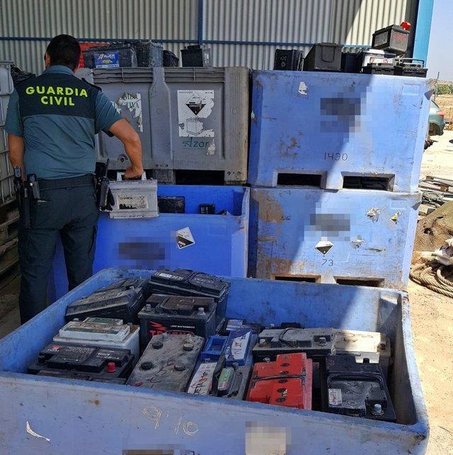 Dos detenidos por el robo de baterías de sistemas de riego en explotaciones de Vegas Altas