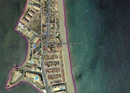 Aparece el cuerpo en descomposición de un pez de unos 200 kilos en la playa del Aneral Norte en La Manga (San Javier)