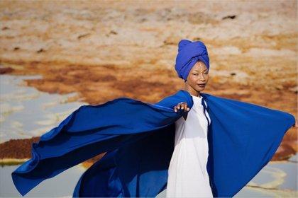 La artista Fatoumata Diawara lleva los ritmos de Mali este viernes a los conciertos en el Museo Pedrilla de Cáceres