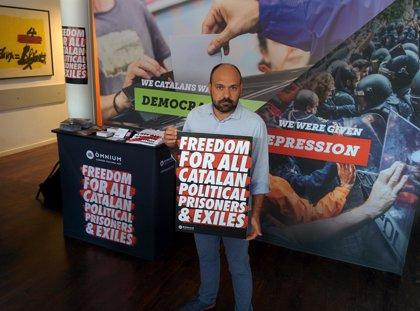 """Òmnium Cultural inicia una campaña entre los turistas de  Cataluña acusando al Estado de """"represión"""""""