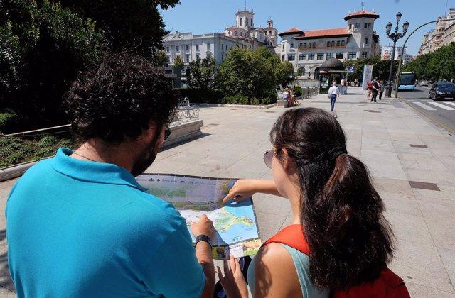Turistas. Turismo. Santander. Verano. Vacaciones. Visitantes.