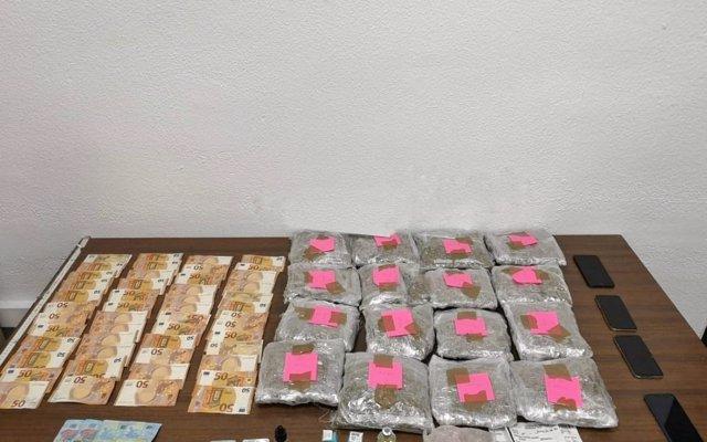 Detienen a tres hombres que iban a introducir en Mallorca más de 4 kilos de marihuana ocultos en la ropa