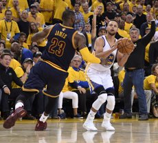 "Curry defensa LeBron James i denuncia el ""racisme antic"" de Trump (USA TODAY SPORTS - Archivo)"