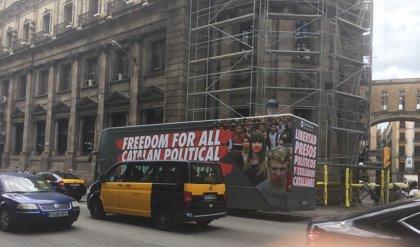 """El PP exige vetar en Barcelona el bus de Ómnium Cultural sobre """"presos políticos"""" como se hizo con el Hazte Oír"""