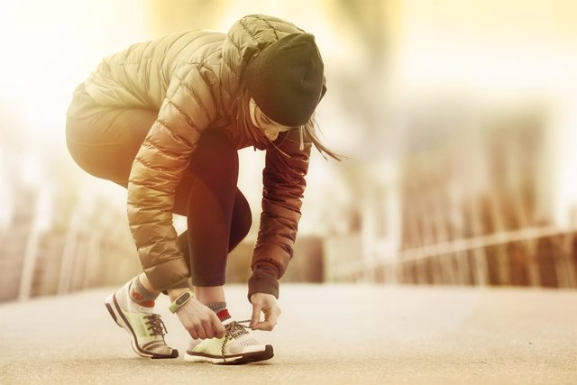 Mujer corriendo, ejercicio, deporte