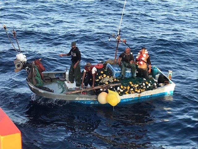 Tripulantes del pesquero que llevaba seis días a deriva en Alborán