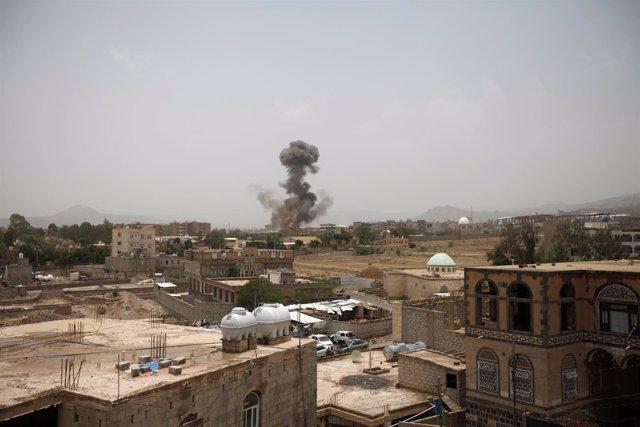 Bombardeo en Saná