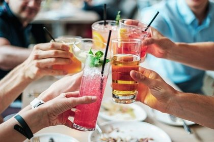 ¿Afecta igual el alcohol a mujeres que a hombres?