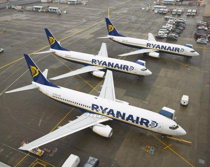 """Sindicatos del transporte piden a la UE que elimine el """"vacío legal"""" de los contratos irlandeses de Ryanair"""