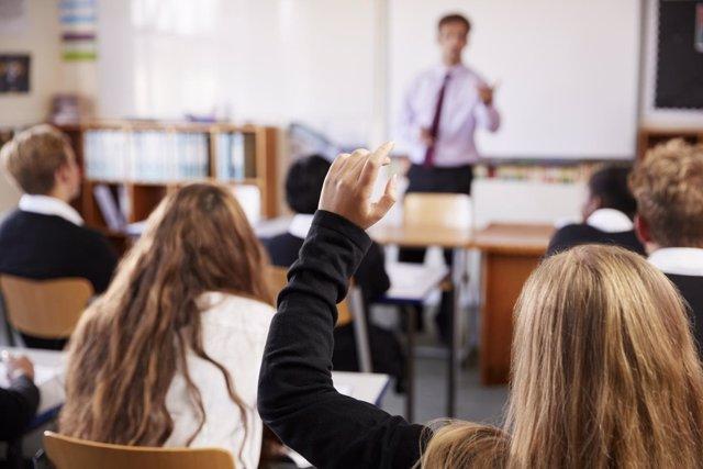 Adolescentes en clase