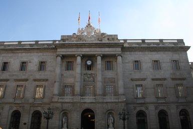 L'Ajuntament de Barcelona demana més famílies per a un programa de cura temporal de nens (EUROPA PRESS - Archivo)
