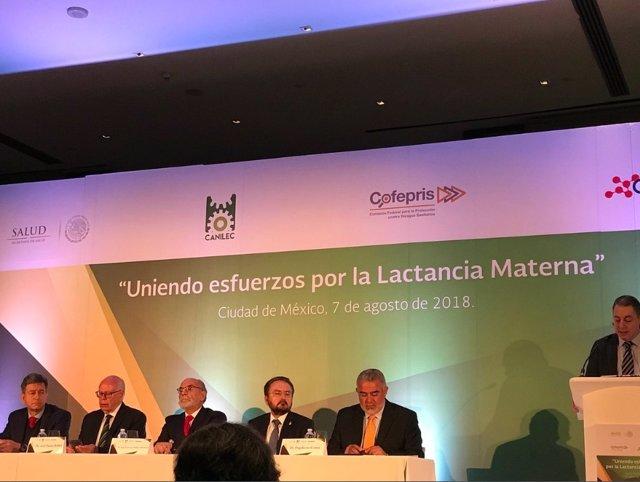 Conferencia sobre la lactancia materna en México