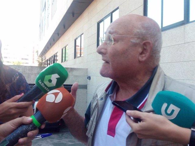 Manuel Charlín, a su salida de los Juzgados de Vigo