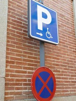 Señal tráfico parking minusvalidos