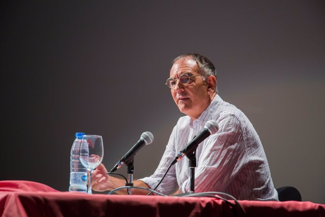 El historiador Emilio Carrillo ofrece una conferencia en Cortegana (Huelva).