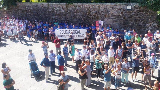 Protesta da Policía Local durante a lectura do pregón de Pontevedra