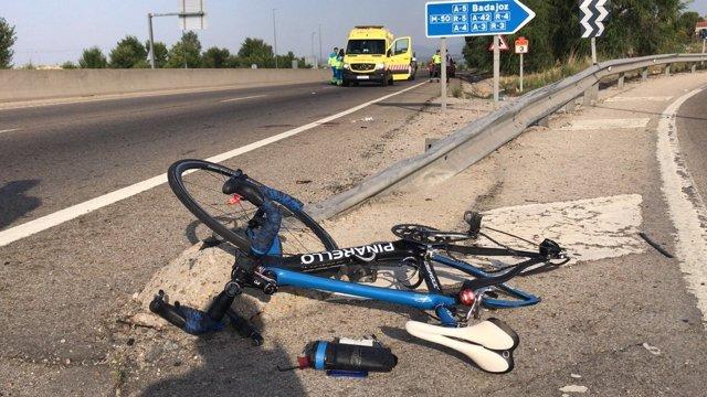 Imagen de la bicicleta del ciclista atropellado en la M-505