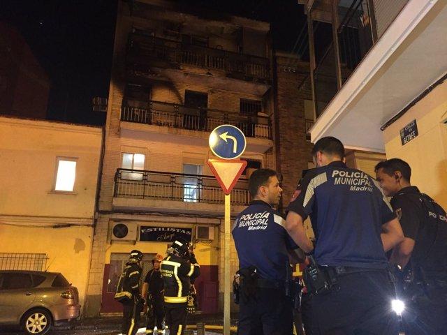 Edificio en Villaverde que ha sufrido un incendio con dos heridos