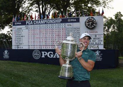 Koepka gana el PGA con Tiger Woods de nuevo cerca