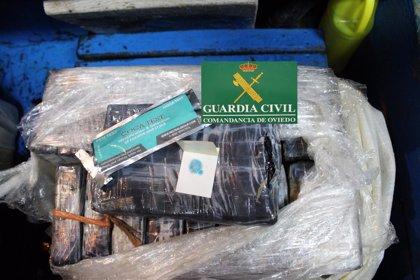 La Guardia Civil continúa con el dispositivo para localizar cocaína en la costa tras recuperar ya 90 kilos