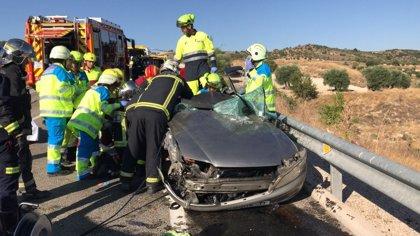 Guardia Civil busca a un conductor que huyó a pie tras chocar con otro coche en la M-317 y dejar dos heridos