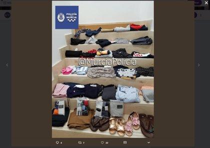 Detenido un individuo por robar más de 1.300 euros de ropa de varias tiendas de un centro comercial en Murcia