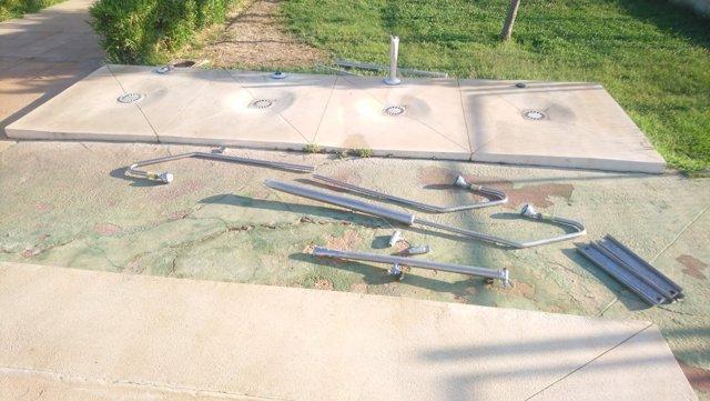 Duchas arrrancadas piscina alquería alhaurín de la torre vandalismo