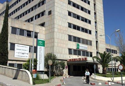 Sigue ingresada en el Materno Infantil la menor herida tras pillarse una mano con un ascensor en Málaga