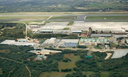 Los pasajeros del Aeropuerto de Menorca bajan un 3,3 % en julio respecto a 2017