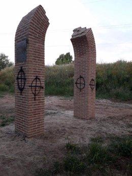 Pintadas con la cruz gamada en el Memorial de El Val