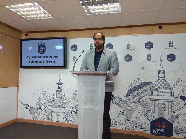 El edil de Ciudad Real en rueda de prensa