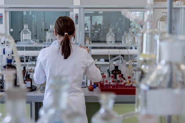Científica, laboratorio, investigadora