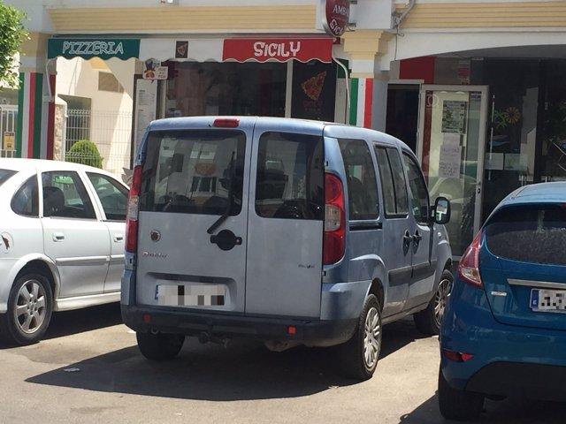 Vehículo del Ayuntamiento de Jamilena (c) en el municipio almeriense de Vera.