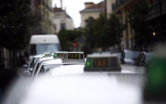 Comunidad impulsará un reglamento para que el taxi pueda ser más 'competitivo' con respecto a los VTC