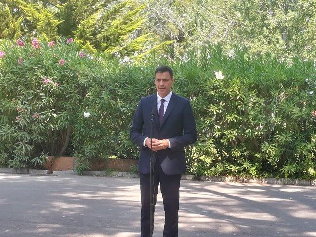 El presidente del Gobierno, Pedro Sánchez, atiende a los medios en Marivent