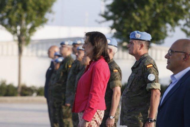 Margarita Robles con las tropas en el Líbano