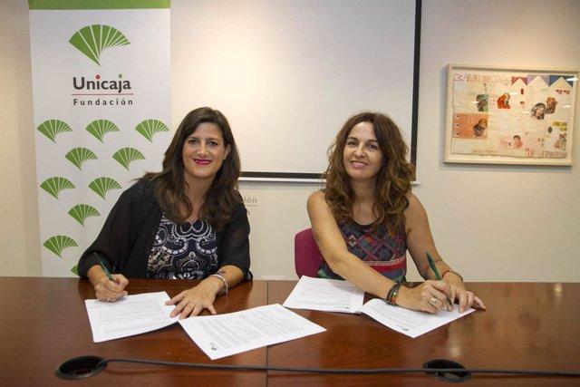 Momento de la firma del convenio entre Unicaja y Proyecto Hombre