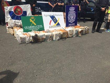 El barco interceptado en alta mar con 2.500 kilos de cocaína llega al puerto de Las Palmas