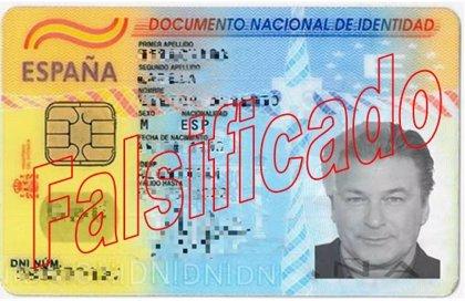 Un estafador falsifica un DNI con la foto de Alec Baldwin para abrir cuentas bancarias