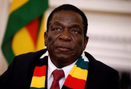 """El presidente de Zimbabue insta a """"dejar atrás el periodo electoral"""""""