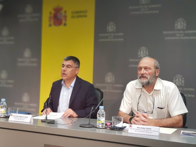Fulgencio, a la izquierda, en rueda de prensa