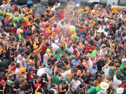 Los servicios de limpieza recogieron 17.400 kilos de vidrio de los bares de Vitoria durante las fiestas