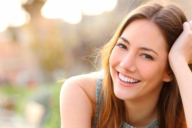 Chica, sonrisa, verano, salud bucal