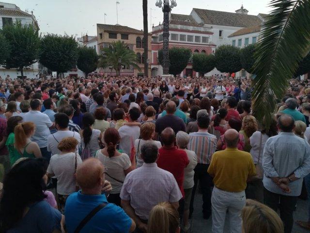 Manifestación en memoria del joyero asesinado en Carmona