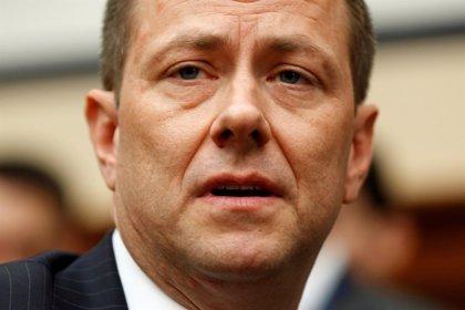 El FBI cesa al agente Peter Strzok, que criticó a Trump en una serie de mensajes