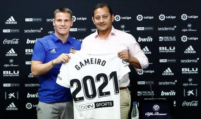 Gameiro, en su presentación como jugador del Valencia CF.