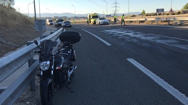 Un motorista pierde el control del vehículo